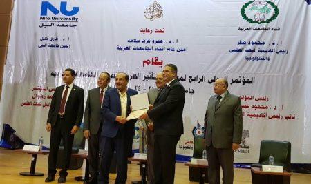 رئيس الجامعة متحدثاً عن أهمية البحث العلمي ضمن المؤتمر الدولي الرابع لمعامل التأثير العربي